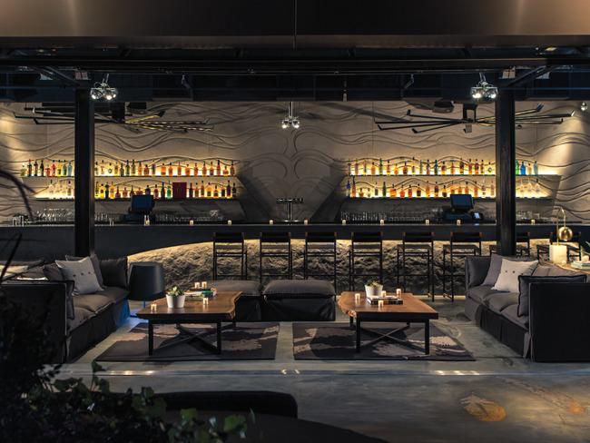 Stratus Lounge